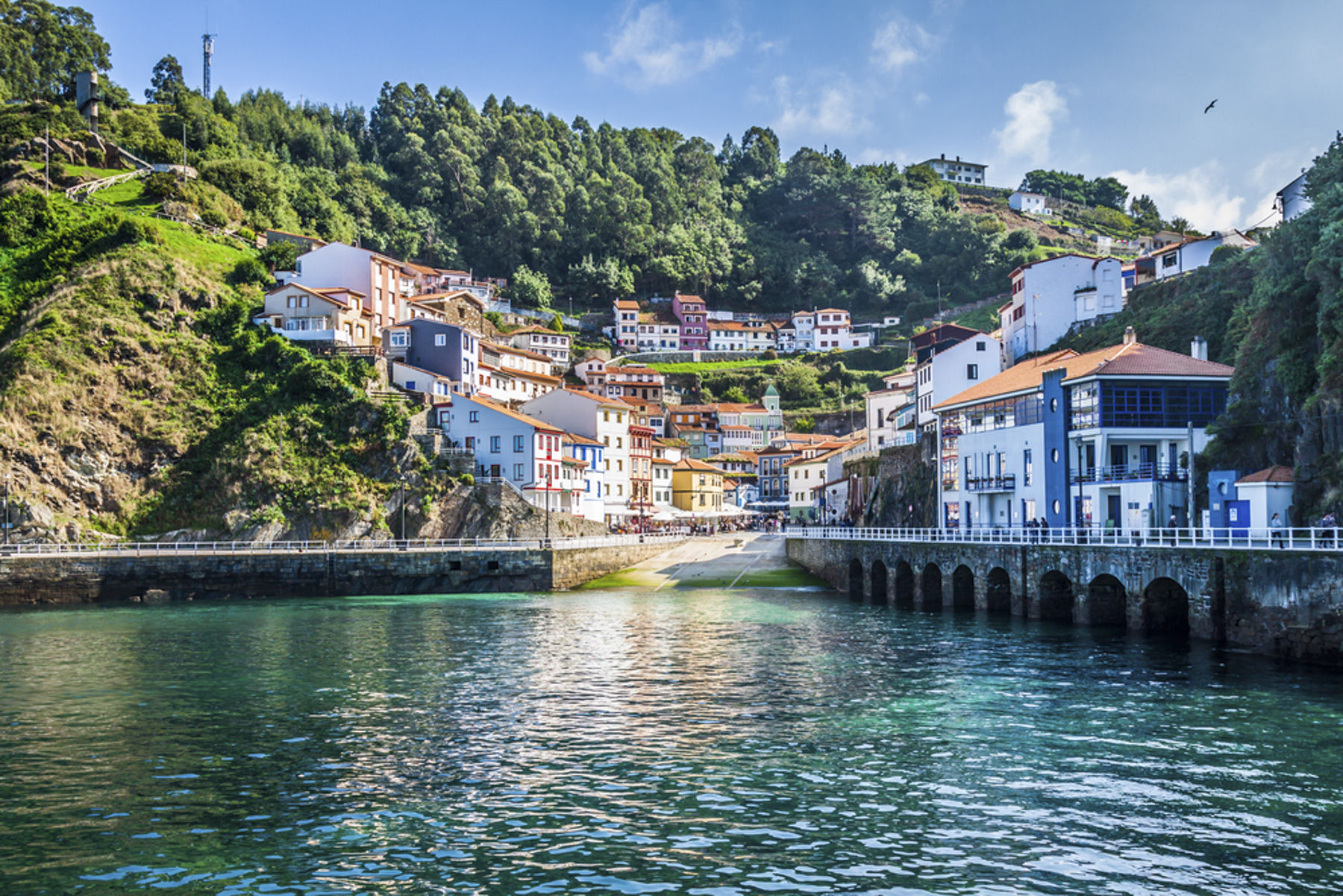 http://www.shutterstock.com/pic-235755028/stock-photo-cudillero-fishing-village-in-asturias-spain.html?language=es&src=htmeBXgUaplfyHNoDJNnpw-1-0
