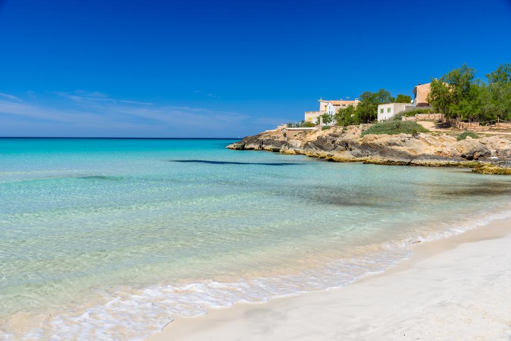 Playa Es Trenc y aguas cristalinas