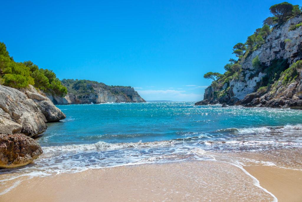 La playa la más bonita de todo Menorca : la Cala Macarella.