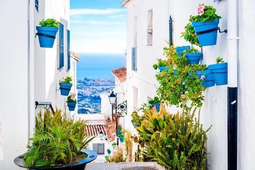 Calle de Málaga con vista al mar