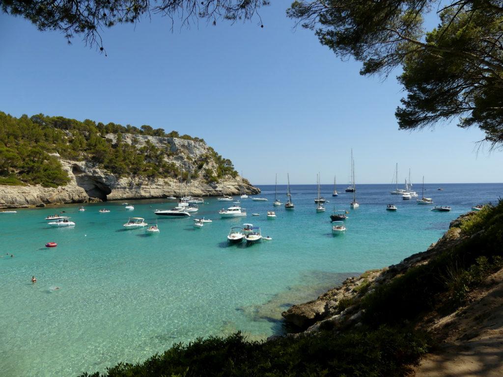 Cala Trebalúger en Menorca con sus aguas cristalinas