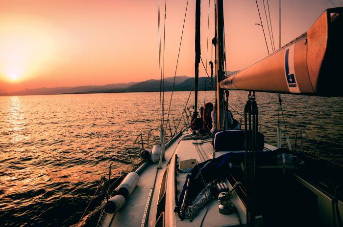 Puesta del sol a bordo de un barco