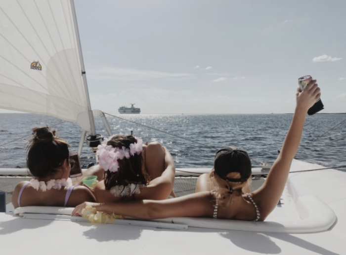 Amigas a bordo de un barco